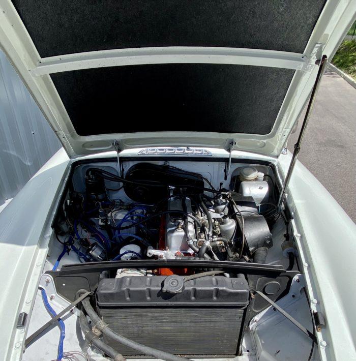 Mgb 1974 blanche compartiment moteur