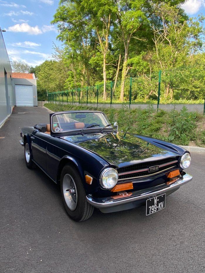 Tr6 1974 bleue avant droit