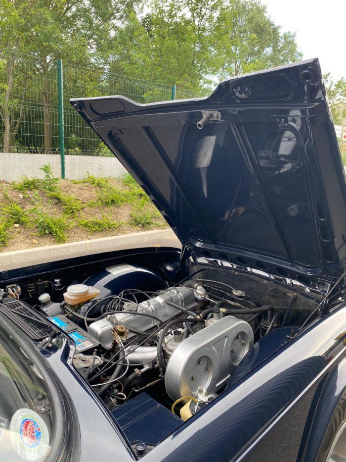 Tr6 1974 bleue compartiment moteur