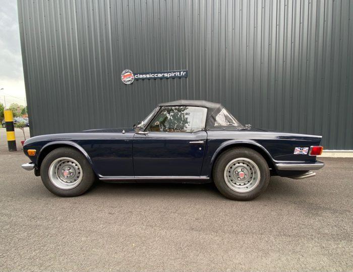 Tr6 1974 bleue profile capoté