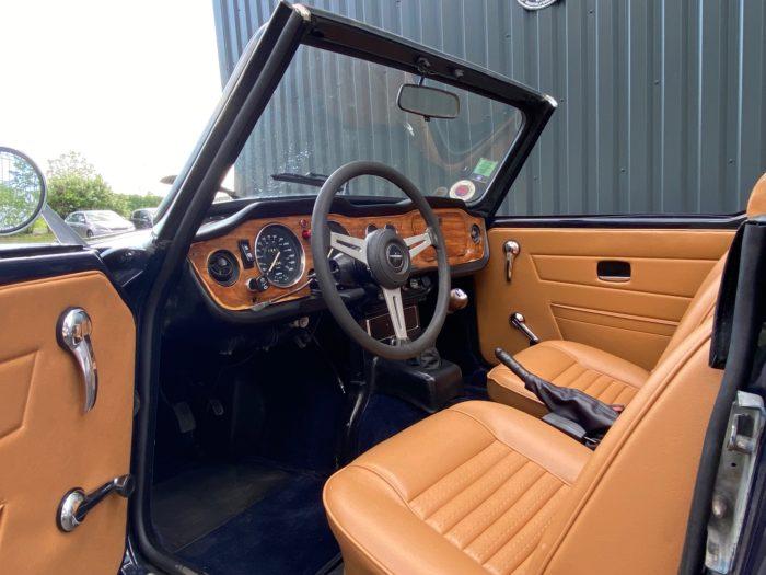 Tr6 1974 bleue siège conducteur